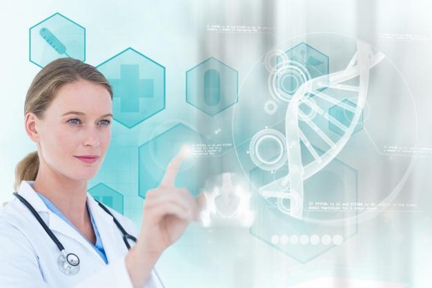 doutor-concentrado-que-trabalha-com-uma-tela-virtual_1134-639